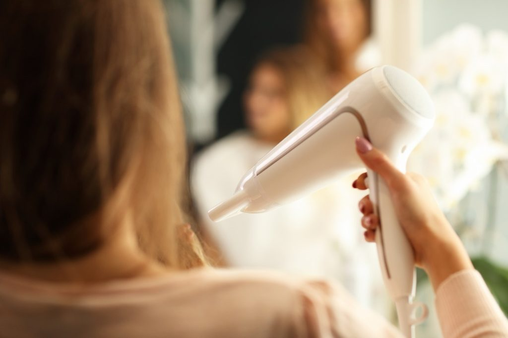 女性用育毛剤は頭皮をある程度乾かしてから使用する