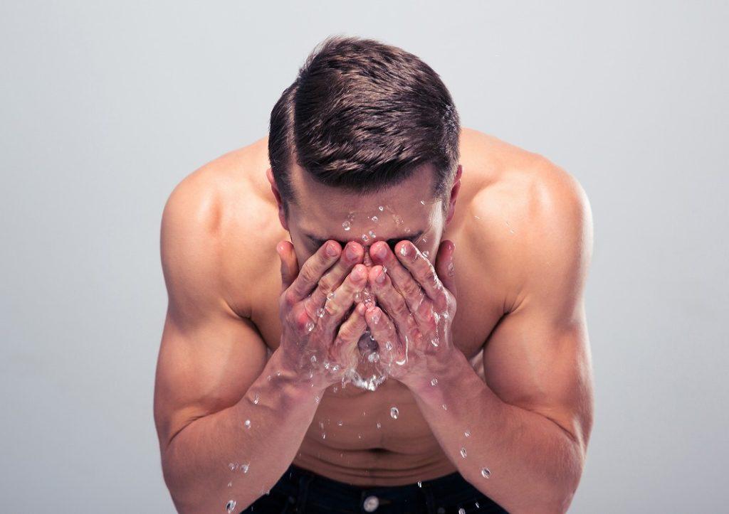 化粧水は洗顔後につける