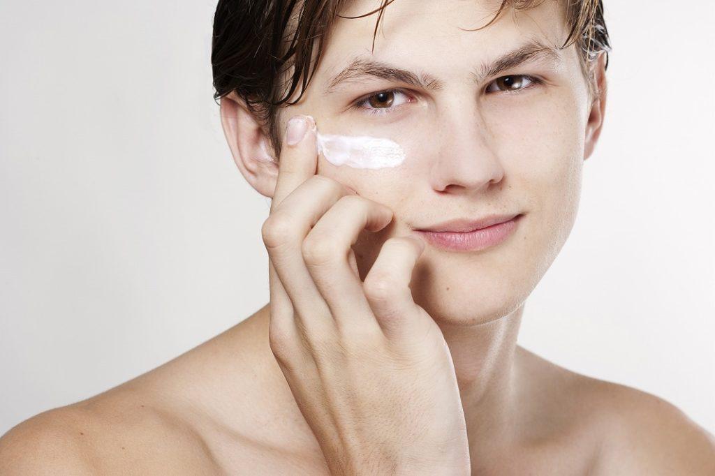 オールインワン化粧品は部位によって量を調整する