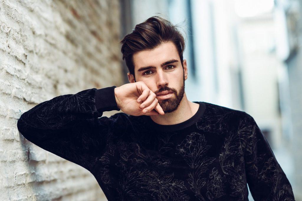 スタイリッシュな頬髭にする方法