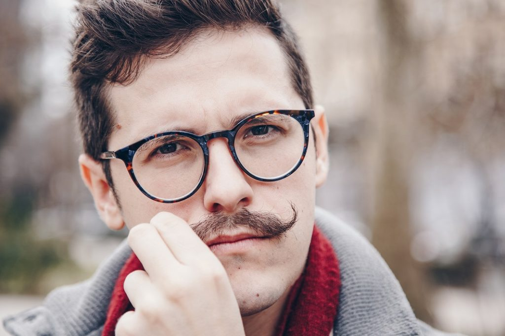 ビジネスにも使える口髭スタイル