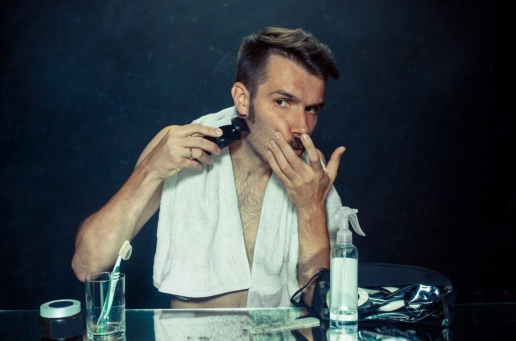T字カミソリで髭を剃っていきましょう