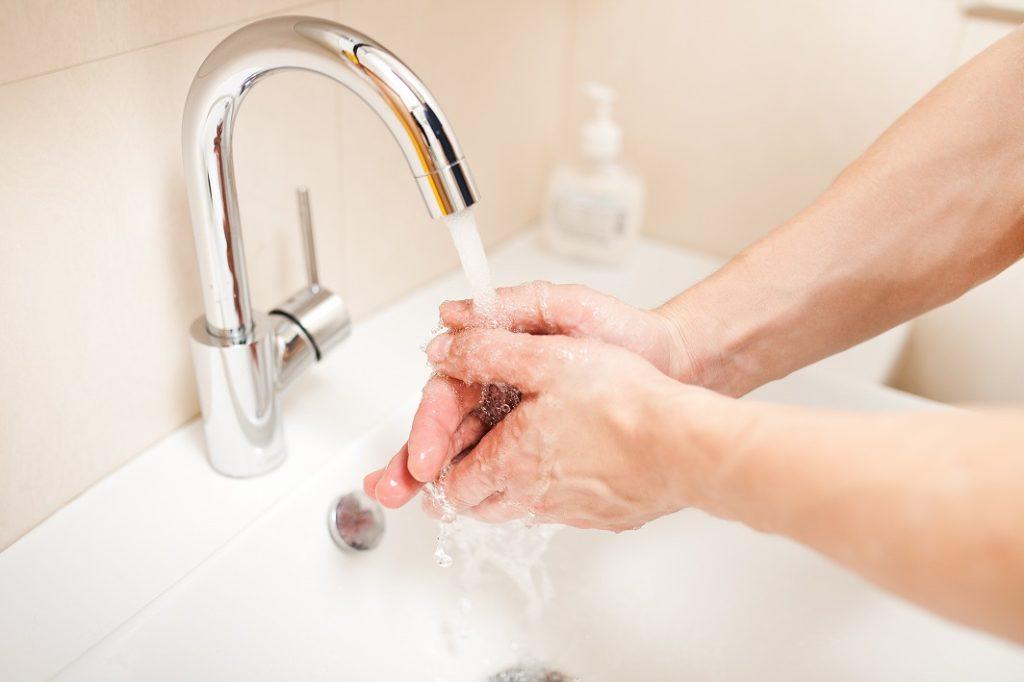 洗顔の前に手を清潔に