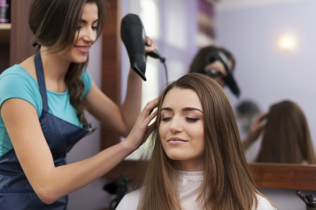 髪の毛のプロ・美容師に相談