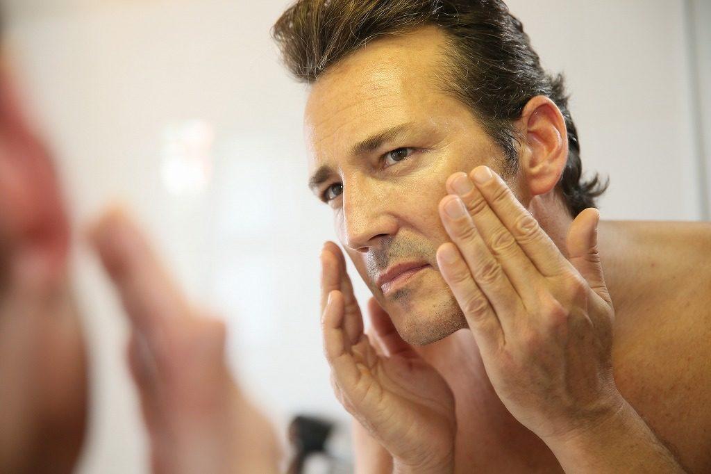 メンズ化粧水は叩き塗りやこすり塗りはやめましょう