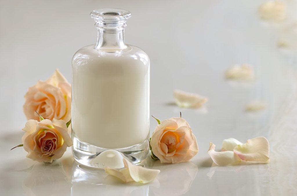 乳液やクリームでしっかり保湿