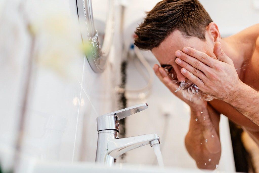 メンズオールインワン化粧品は洗顔後、時間を置かず素早くつけましょう