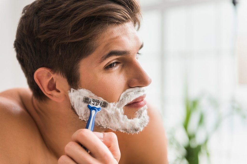 まずは髭の処理から