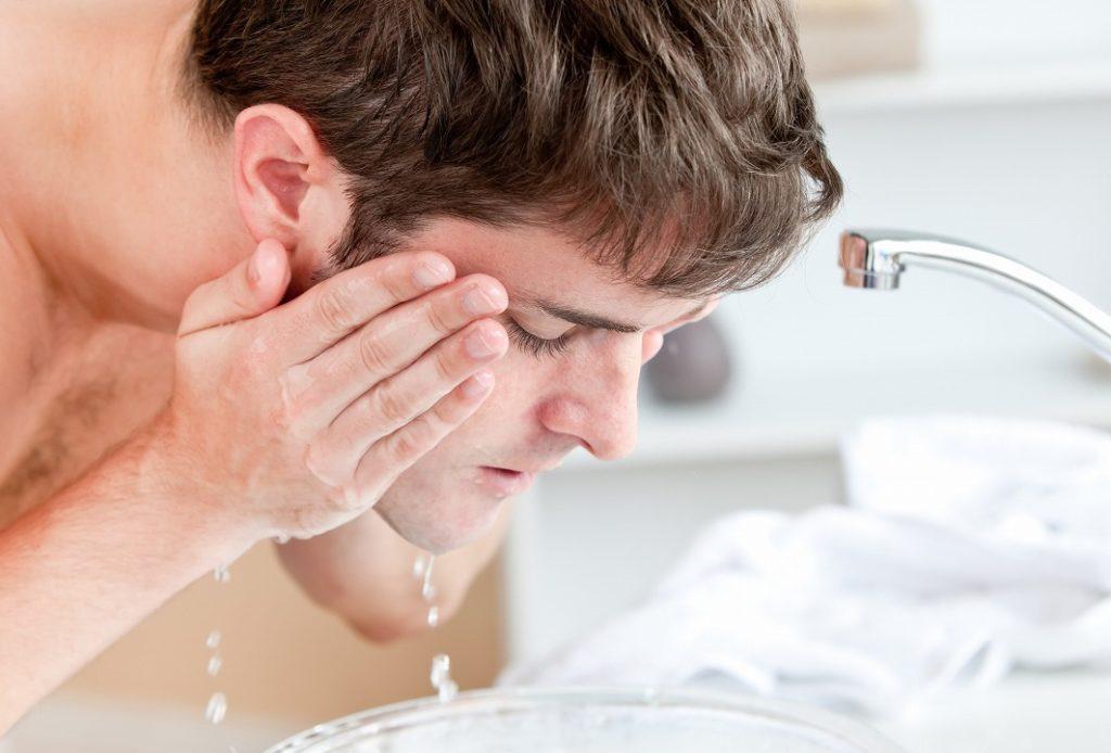 洗顔料を残さないように丁寧に洗い流す