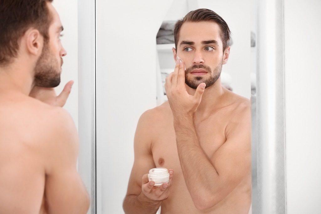 男性の抑毛ローションは毛穴の奥まで浸透するように塗っていきましょう
