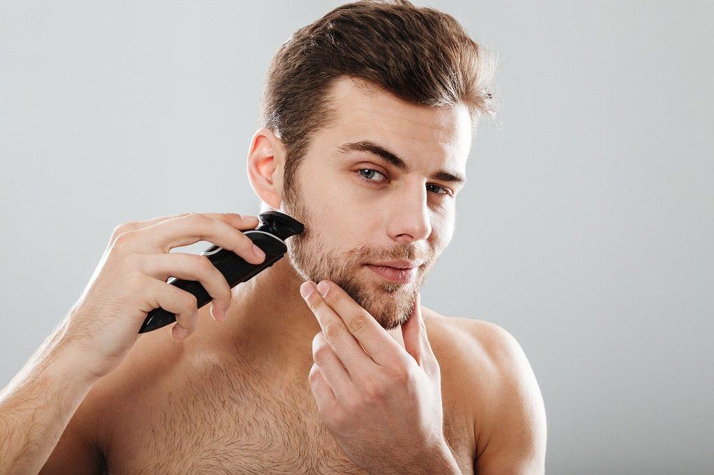 電気シェーバーで剃っていきましょう