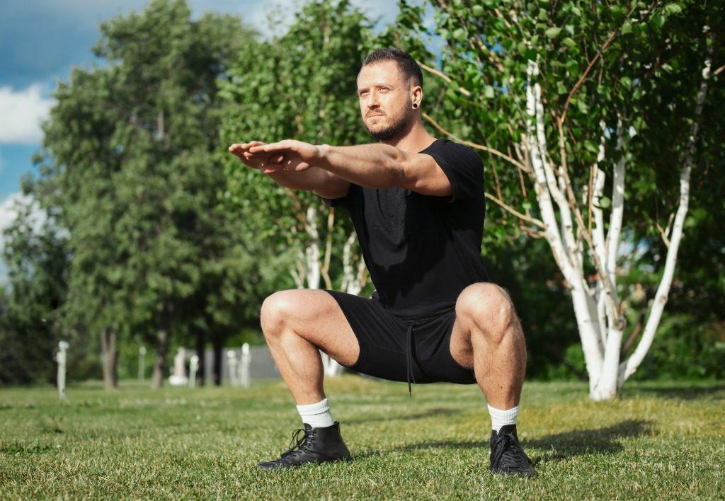 下半身を鍛えるおすすめ自重トレーニングのメニュー5選!