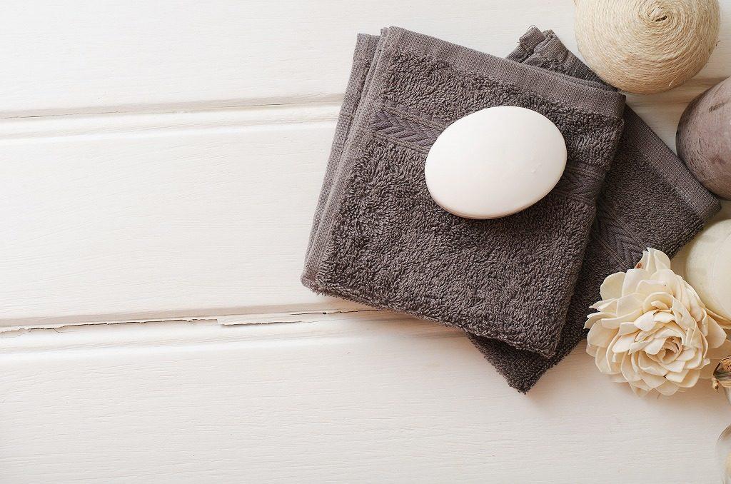 加齢臭対策&予防に効果的な石けんは柔らかい素材のタオルor手で洗いましょう