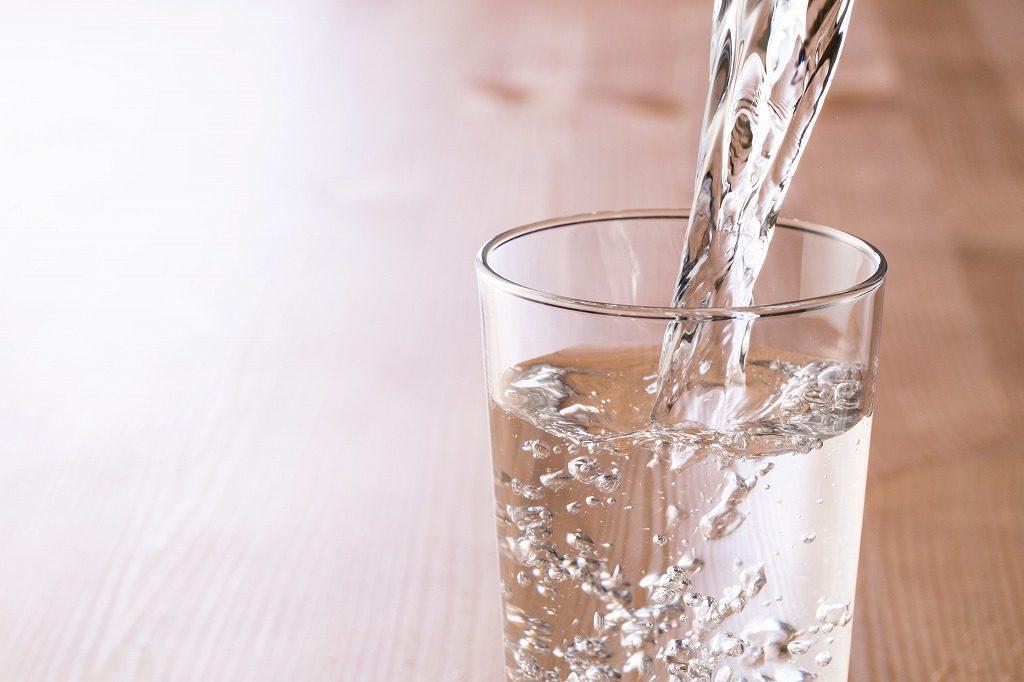 加齢臭に効果的なサプリメントは水又はぬるま湯で飲みましょう