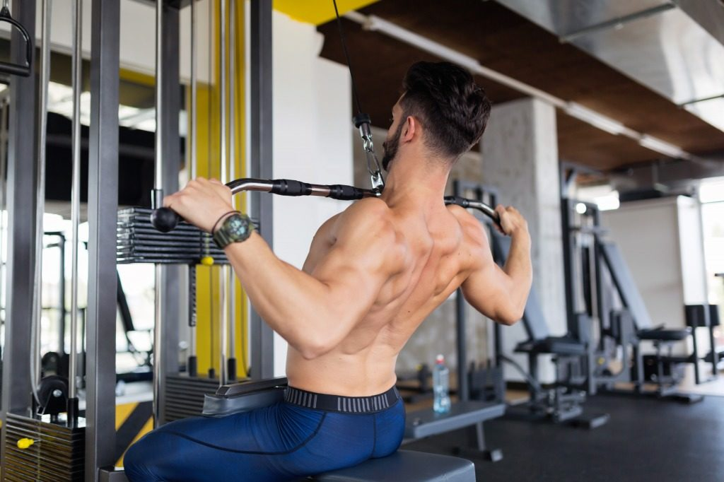 広背筋や脊柱起立筋などの背中を鍛えるのにおすすめのメニュー3選!