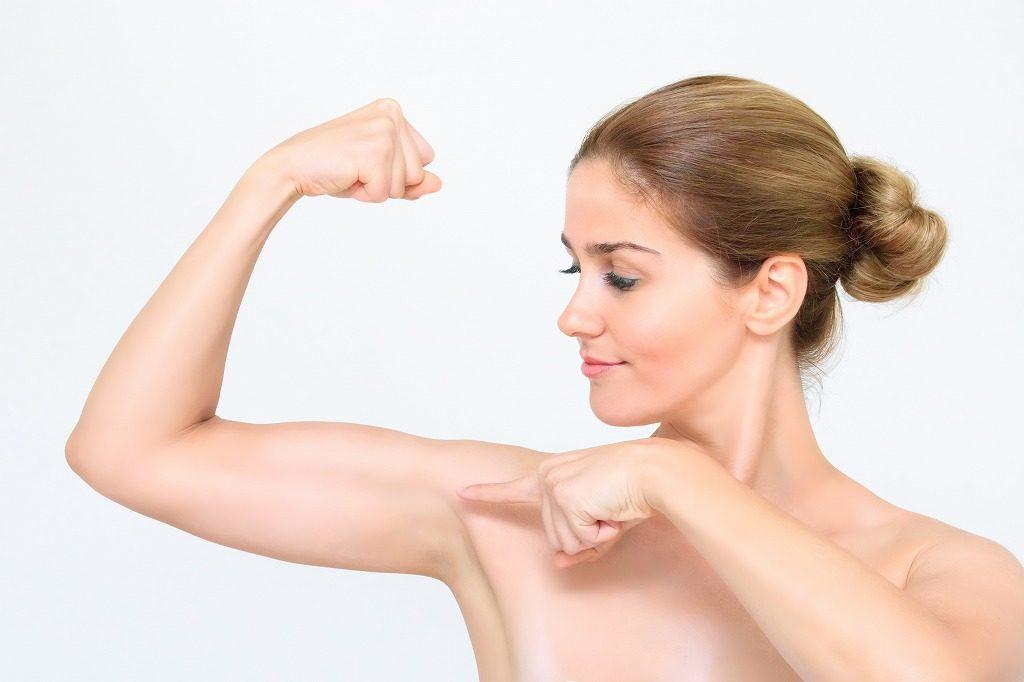 女性が腕を鍛えるメリット