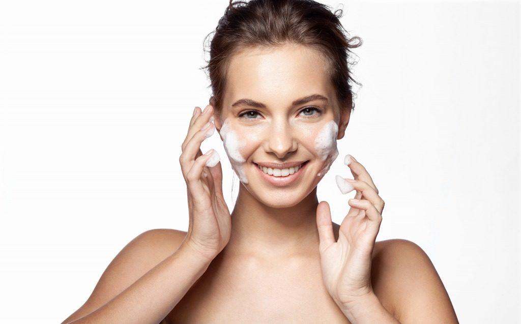 敏感肌用洗顔料は洗浄力が強すぎないものを選びましょう