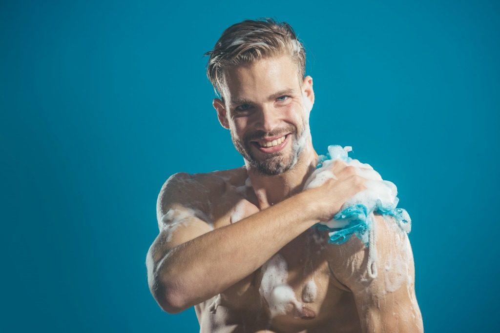 胸ニキビに効果的な化粧水の使用時は肌を清潔な状態に保ちましょう