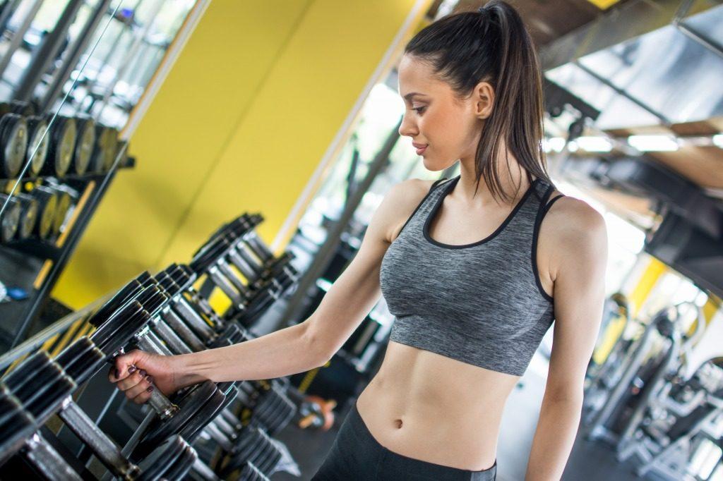 女性が筋トレでダンベルを使う際の注意点