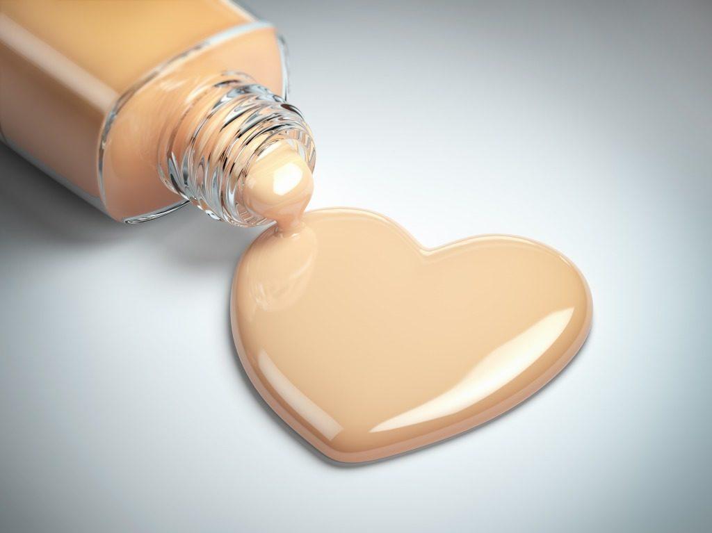 敏感肌でも使用できる配合成分のファンデーションか確認しましょう