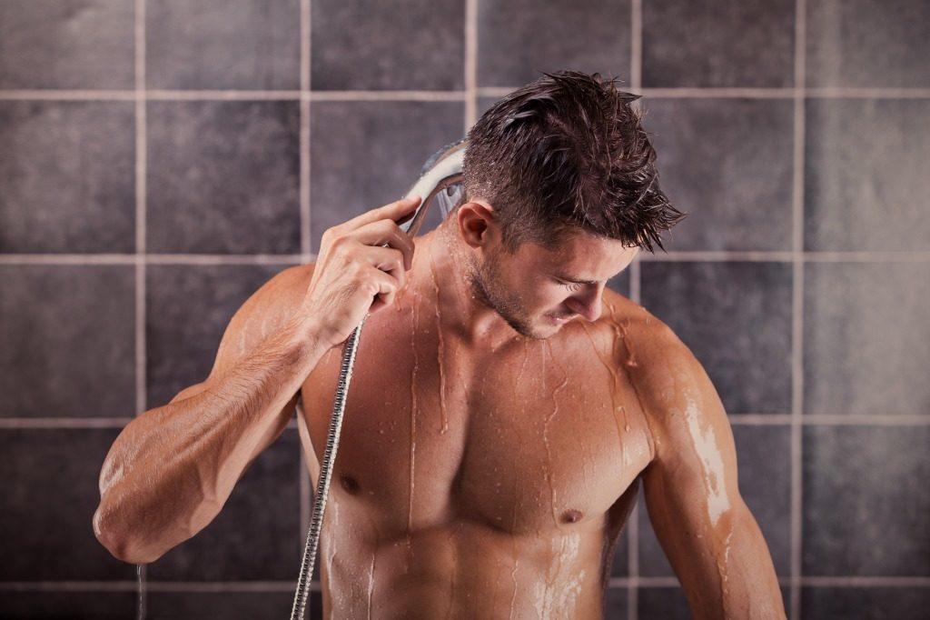 ボディソープで身体を洗う前にシャワーを浴びましょう