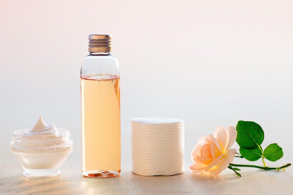 ニキビ跡に効果的な化粧水のつけ方