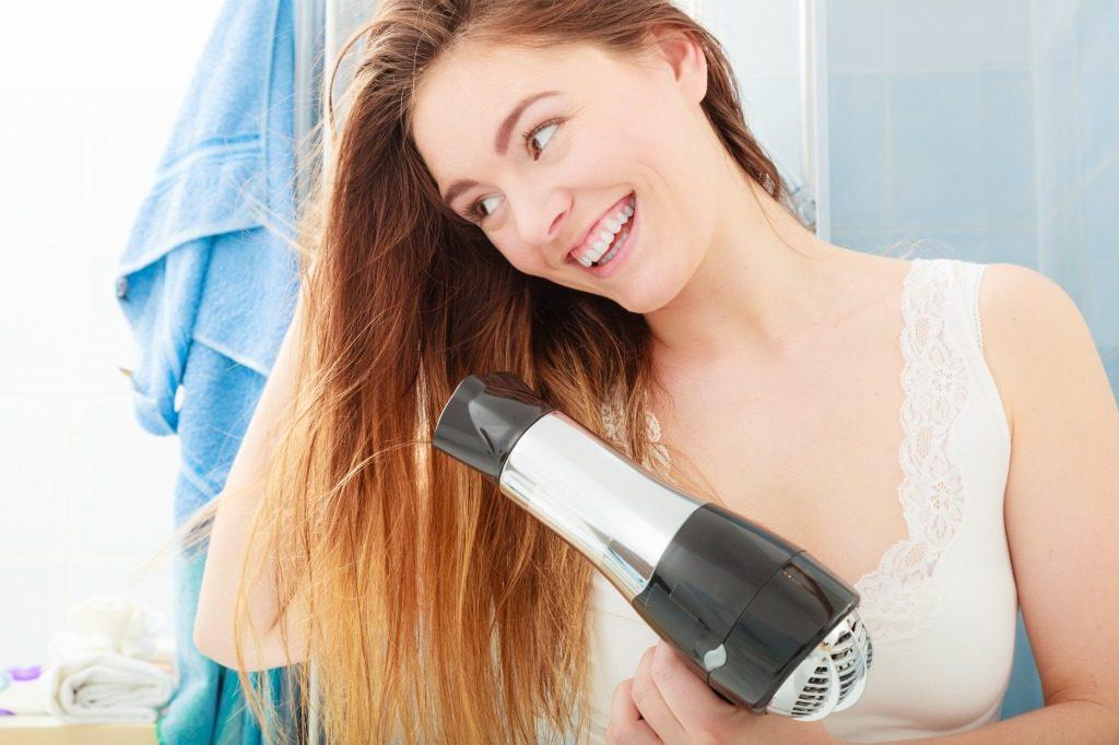 ヘアカラー用シャンプー後の髪は濡れたままにせずしっかり乾かしましょう