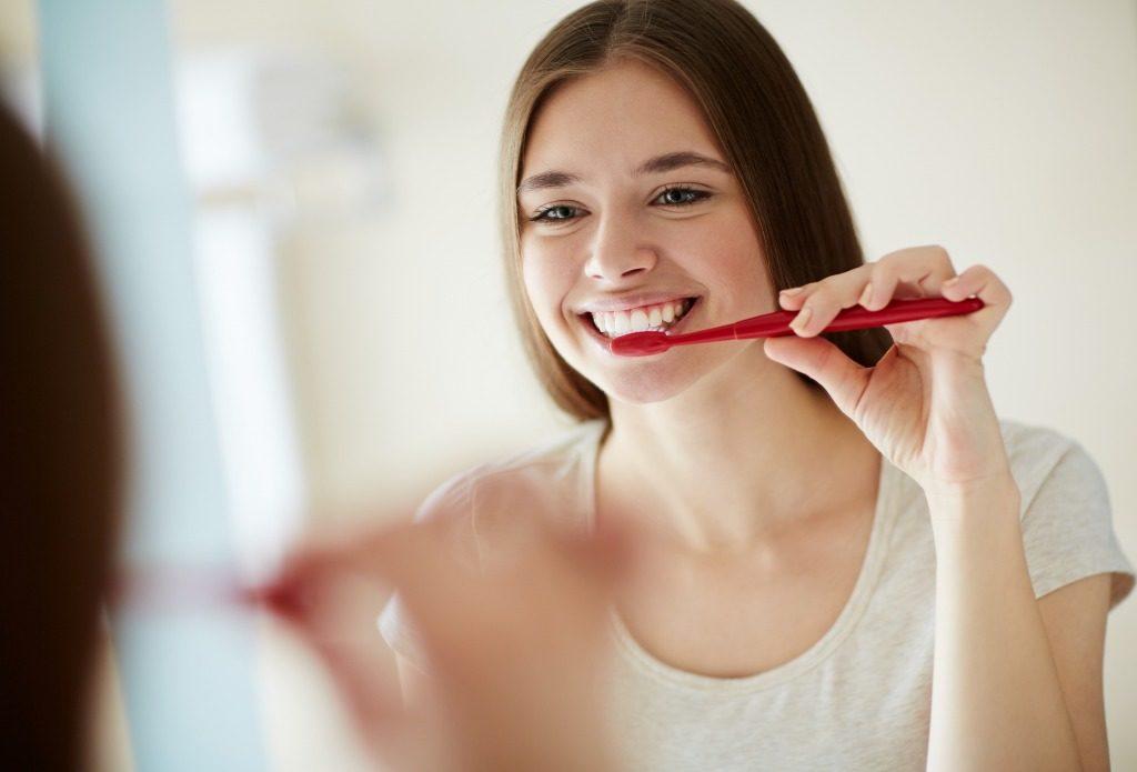 ホワイトニング用マウスピースはまずは歯磨きを行ってから使用しましょう