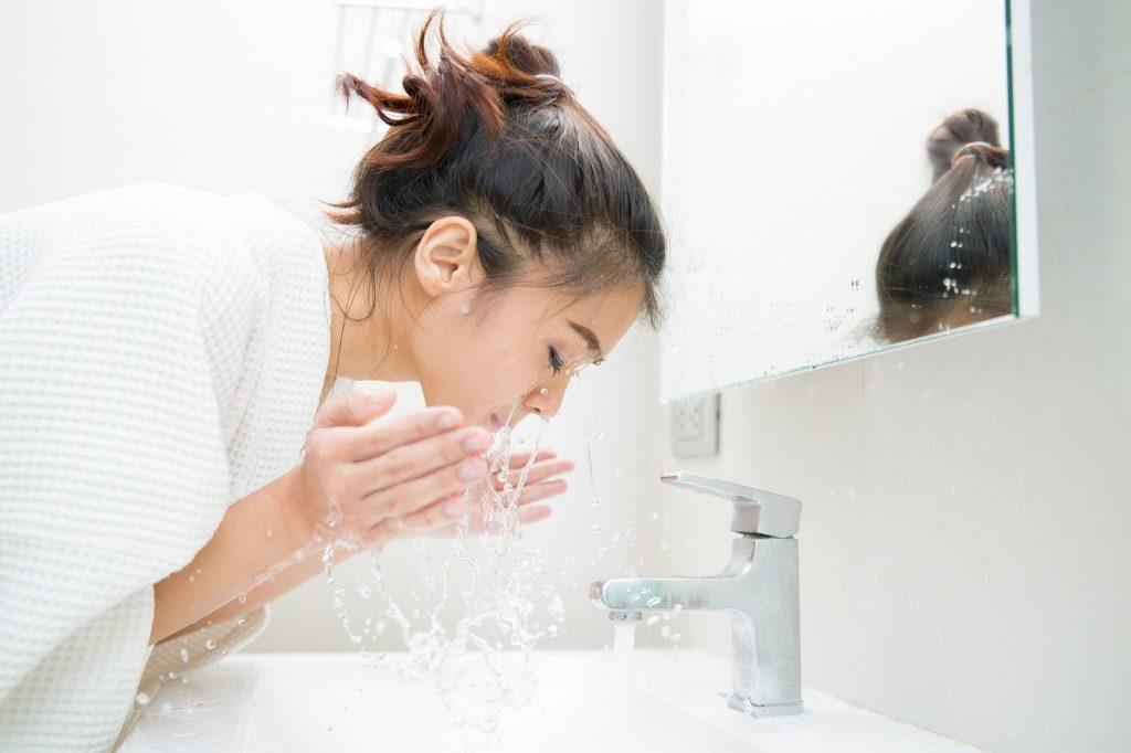 まつげ美容液は洗顔をしてから使用しましょう