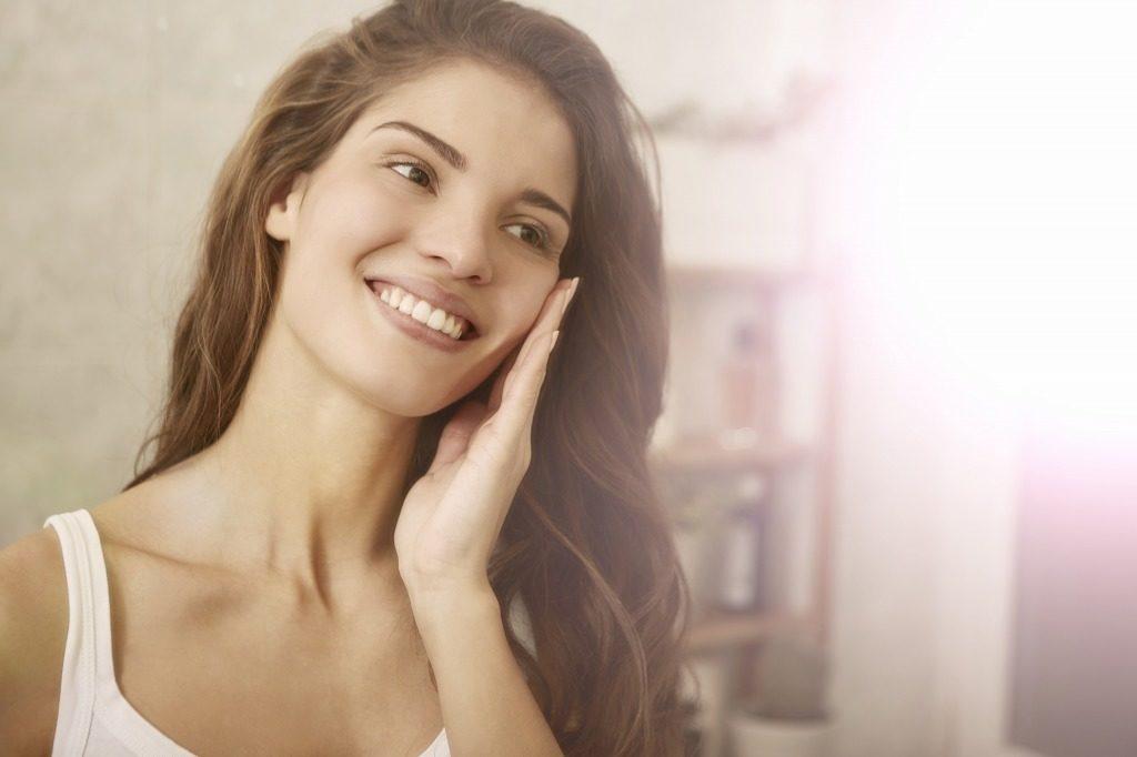 ニキビ跡に効果的な化粧水の使用時は最後は乳液や保湿クリームをつけましょう