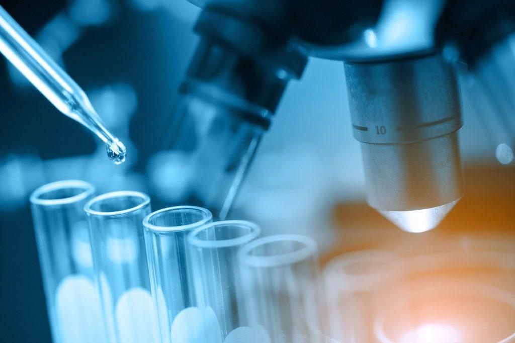 胸ニキビに効果のある化粧水は抗炎症作用のある成分が配合されているかで選びましょう