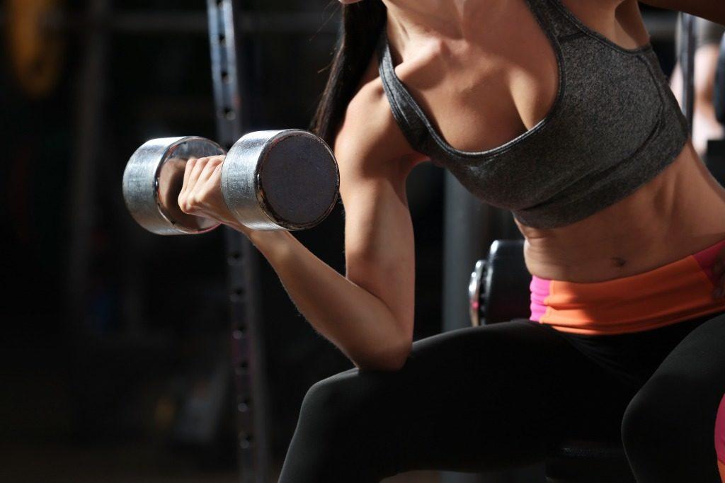 女性らしい体型のためには腹筋だけを鍛えればいいの?