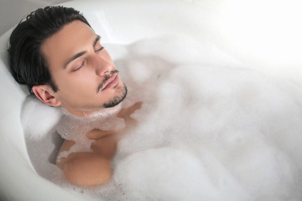 温めて毛穴を開いてから除毛クリームを使用すると効果がアップします