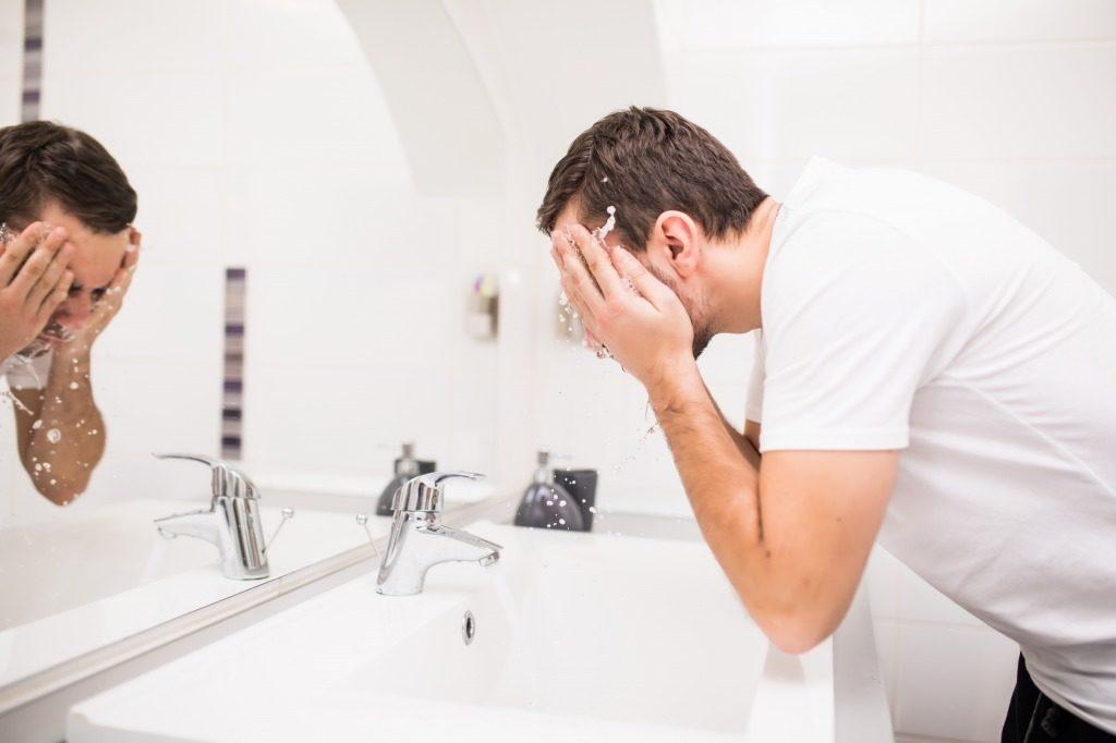 メンズ洗顔料は洗い残しがないようにすすぎましょう