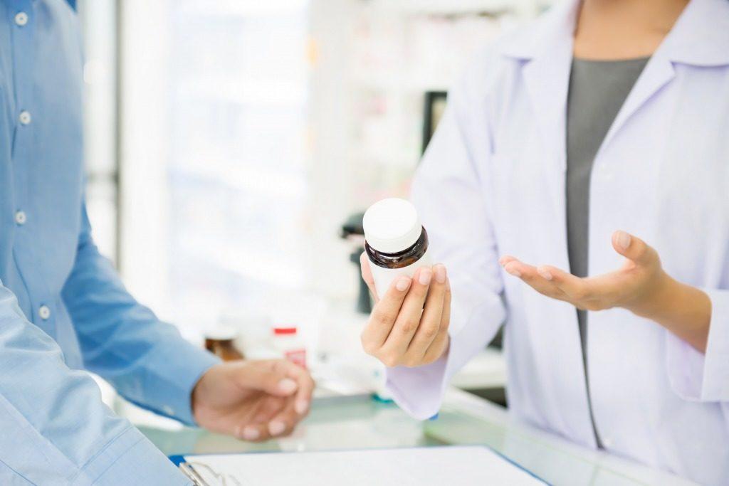 背中ニキビ改善用市販薬は薬剤師さんに症状を説明して選んでもらいましょう