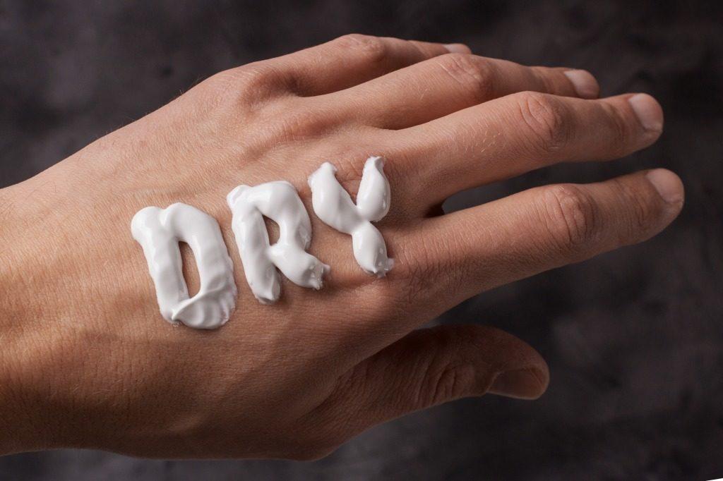 メンズ洗顔料での洗顔の回数は1日2回までにしましょう