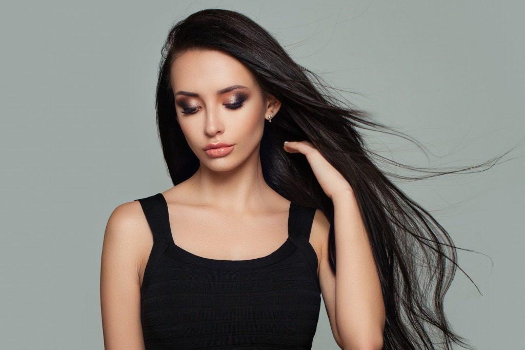 市販の黒染めはどの程度黒くしたいか、黒染めをした後に髪を明るくしたいかで選びましょう