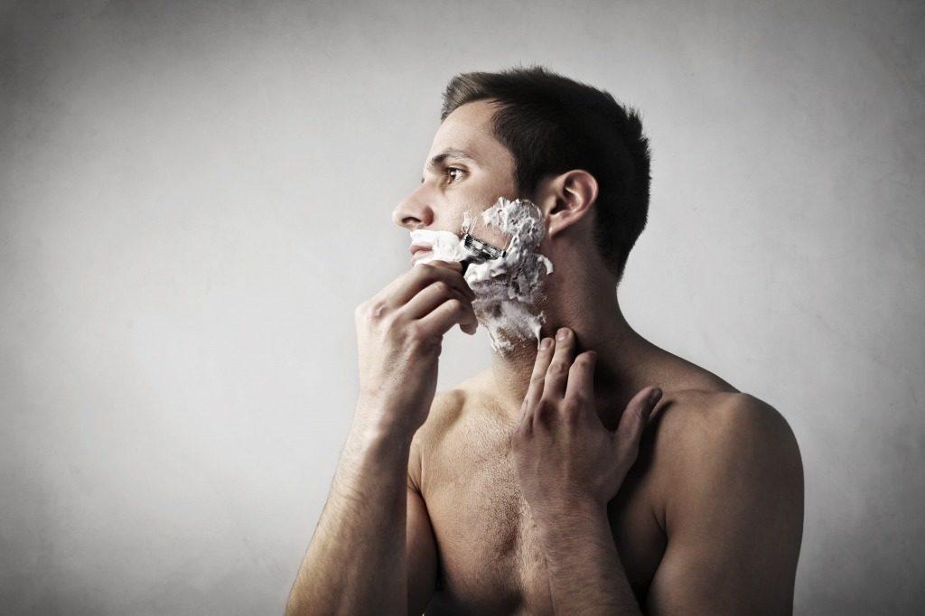 シェービングフォームとして使用できるメンズ泡洗顔料もあります