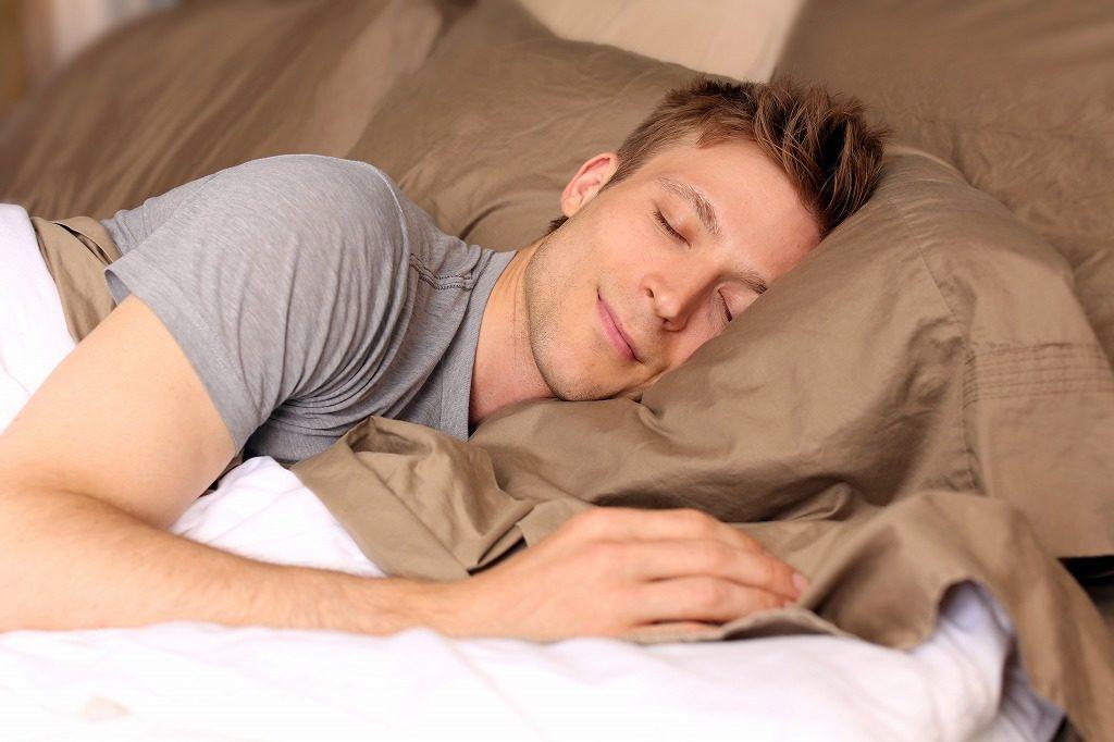 日中アイプチを使用するのに抵抗がある方は夜用のアイプチがおすすめです