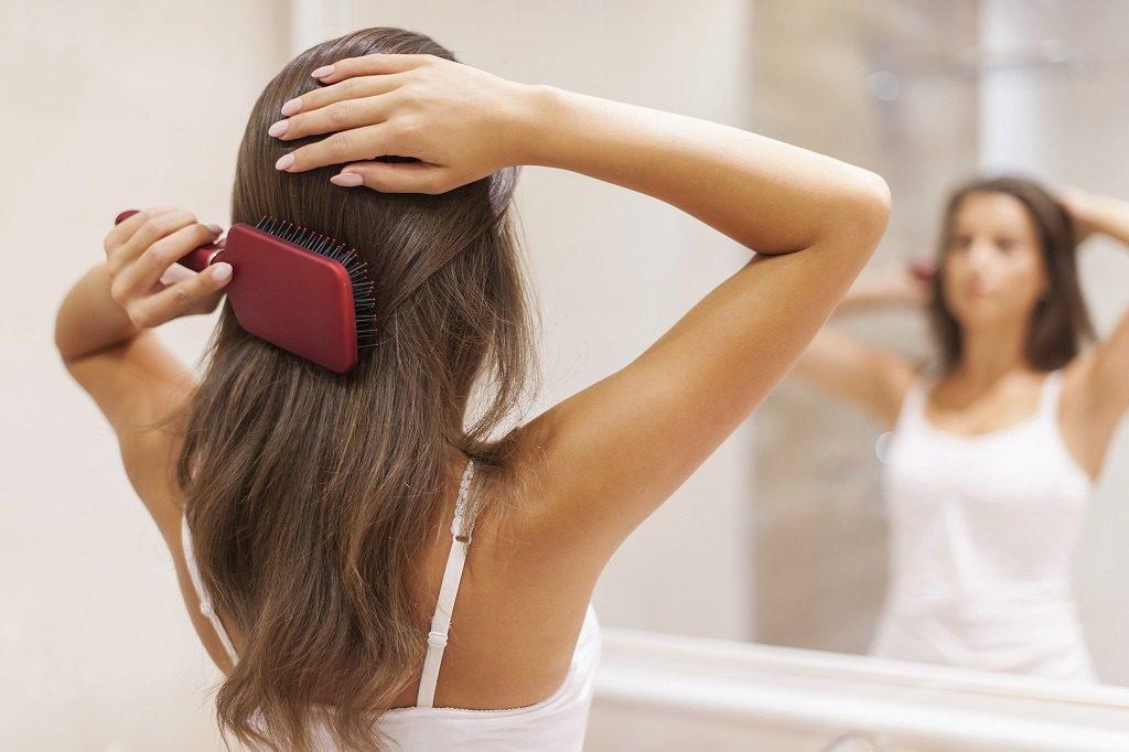 リンスインシャンプーはブラッシングをして髪の毛の汚れを落としてから使いましょう