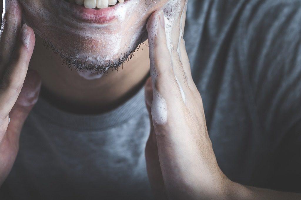 男性用化粧水を使う際の洗顔方法