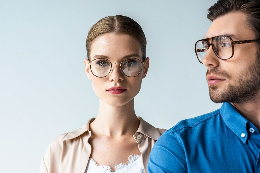 花粉対策メガネはデザイン、機能を重視して選びましょう