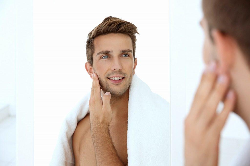 男性向けニキビ化粧水は手を使って化粧水を馴染ませましょう