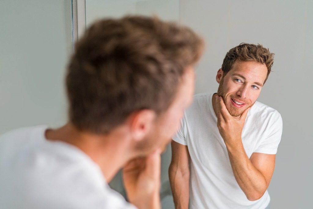 男性向けニキビ化粧水は保湿成分が配合されているものを選びましょう
